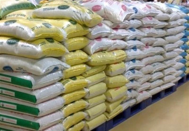 فروش ۴۰هزار تن برنج وارداتی با ارز ۴۲۰۰ به دولت